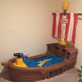 Little Tikes Boat Toddler Bed in Quantico, Virginia