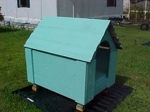 Dog House w/Removable Roof, Large, Vinyl roof w/Stainless Steel peak, Wood,Teal. in Camp Lejeune, North Carolina