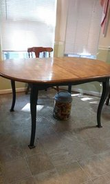 Dinning Table w/ leaf. in Hampton, Virginia