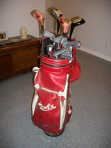 Golf Clubs Set with Bag (left handed) in Fort Campbell, Kentucky