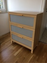 Three drawer dresser in Stuttgart, GE