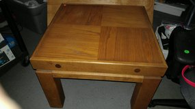 End table and coffee table (solid OAK) in Orland Park, Illinois