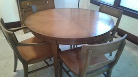 Vintage Dining Room table with chairs in Ottawa, Illinois