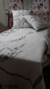 King Size Quilt and 2 throw Pillows in Naperville, Illinois