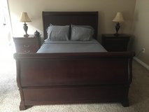 Cherry wood bedroom set-Queen size in Dyess AFB, Texas