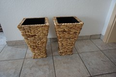 Two decorative baskets in Baumholder, GE