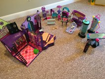 Monster high high school and playsets in Naperville, Illinois