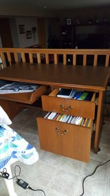 Desk that is well made in Lockport, Illinois