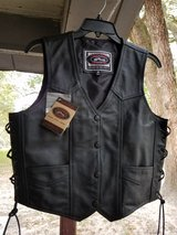 Womens River Road Leather Motorcycle Vest Size M Medium - New with Tags in Fort Polk, Louisiana