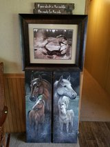 Horse pictures and one sign in Pasadena, Texas