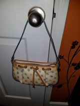 Dooney Bourke Beige Leather Multi Purse in Fort Campbell, Kentucky
