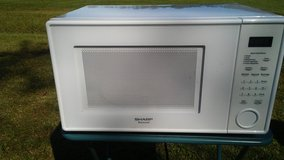 SHARP.CAROUSEL MICROWAVE. VERY CLEAN. in Camp Lejeune, North Carolina