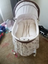 bassinet with offbrand dock a tot in Lawton, Oklahoma