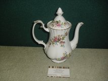 Royal Albert Bone China Moss Rose Tea Pot in Lakenheath, UK