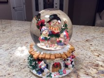 Holiday Waterglobe in Glendale Heights, Illinois