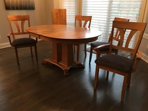 table and chairs in Glendale Heights, Illinois