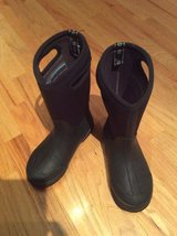 Black Bog Winter Boots Size 3 in Naperville, Illinois