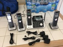 AT&T Telephone Base Station & 4 Handsets Great Condition in Temecula, California