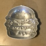 Wilton Hamburger Shaped Cake Baking Pan EUC in Travis AFB, California