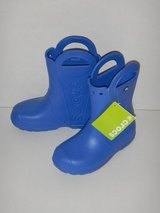 NEW Crocs J3 Boys Rain Boots with Handles Blue in Buckley AFB, Colorado