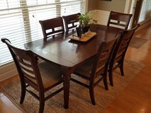 Beautiful dining table and 6 chairs, solid wood in Dothan, Alabama