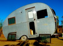 SHASTA Aluminum Travel Trailer 1950s Ham-Can shaped 13' long in Yucca Valley, California