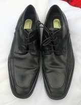 KENNETH COLE BLACK LEATHER DRESS SHOES - SIZE 10.5 MEDIUM in Cherry Point, North Carolina