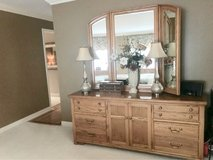 Thomasville Queen Complete Bedroom Set in St. Charles, Illinois