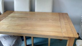 Dining table & 6 chairs in Lakenheath, UK