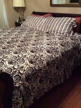 ***TODAY ONLY***Like New KING Size Complete Bed in a Bag*** in Cleveland, Texas