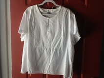XXL Old Navy white top in Fort Campbell, Kentucky