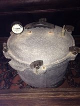15.5 QT Vintage Canner in Houston, Texas