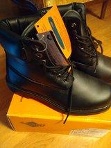 Men's 9w slip resistant boots, never worn in Lockport, Illinois