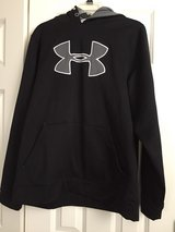 LIKE NEW Under Armour LARGE Thick Sweatshirt in Naperville, Illinois
