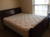 Queen Size Sleigh Bed for Sale in Springfield, Missouri