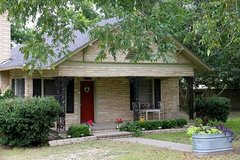 Home for Rent w/ Beautiful Wood Flooring, Large Kitchen,Extra Sun Room in Beaumont, Texas