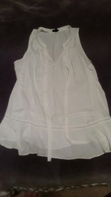 Wossiuo Woman's XL Sleeveless Ivory Blouse in Fort Leonard Wood, Missouri