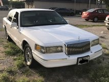 **First come, First buy!** 1996 Lincoln Town Car ES in Fort Sam Houston, Texas