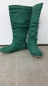 Women's boots. Suede. It wearing  only once. The size 6.5. Very comfortable. in Tacoma, Washington