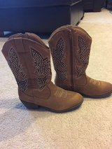 Girl's Justice cowboy boots 7 in Plainfield, Illinois