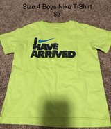 Boys Size 4 Nike t-shirt in Naperville, Illinois