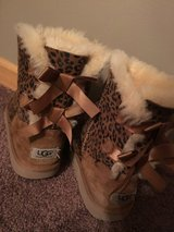 Ugg girls size 5 in Naperville, Illinois