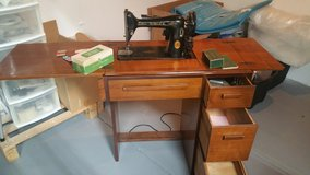 Singer Sewing Machine in bookoo, US