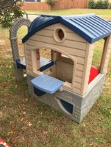 Little tikes playhouse 5x2.10' 4.2' tall in Fort Riley, Kansas