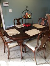 Dining Table with 6 Chairs in Hopkinsville, Kentucky