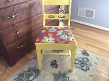 Small chair - accent in Fort Belvoir, Virginia