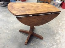 Drop leaf table in Conroe, Texas