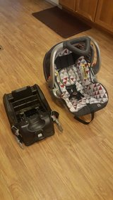Baby Trend Infant Carseat w/ Base in The Woodlands, Texas
