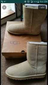 Ugg Classic Short Boot 8 in Sandwich, Illinois