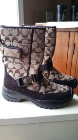 Sz 8 Ladies Coach Boots in Fort Campbell, Kentucky